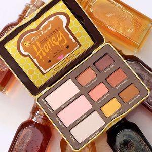NEW Too Faced peanut butter & honey eye palette